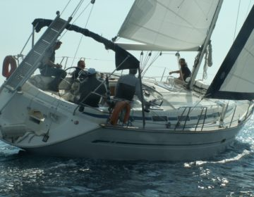 Bavaria 42 Built in 2001. 4 Cabins, 2 WC 8 Passengers. Fully Equipped Dingy-Outboard motor-Bimini top-Spray hood